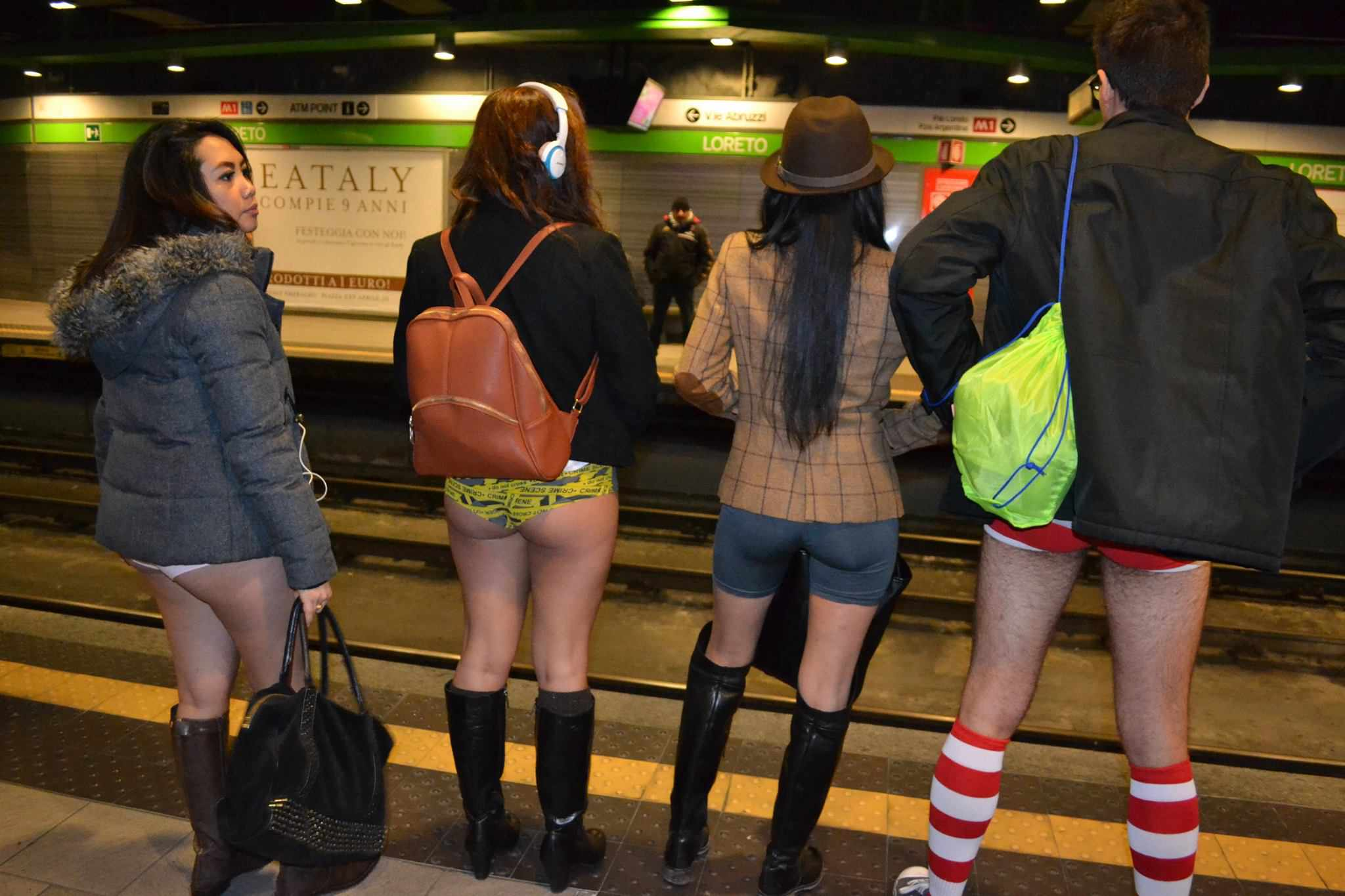 No pants subway ride milano