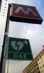 Defibrillatore-metropolitana-Milano