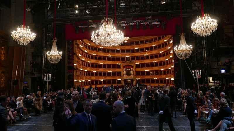 Per la prima volta nella storia del Teatro alla Scala, Domenico Dolce e Stefano Gabbana portano una sfilata di moda sul suo palcoscenico.