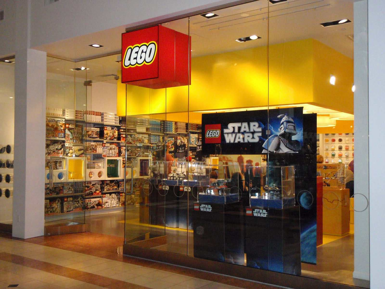 Lego store apre in estate il primo store d 39 italia for Shop milano
