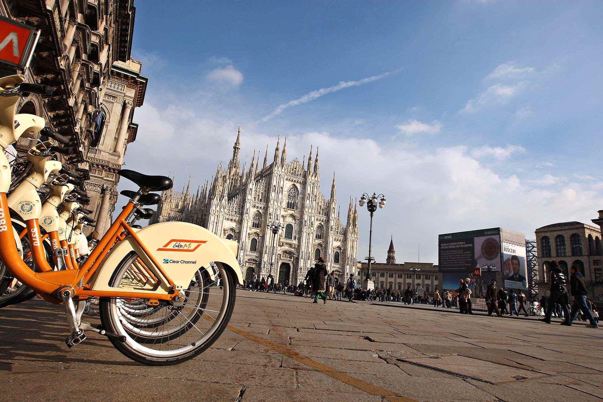 Milano lavoro in bicicletta