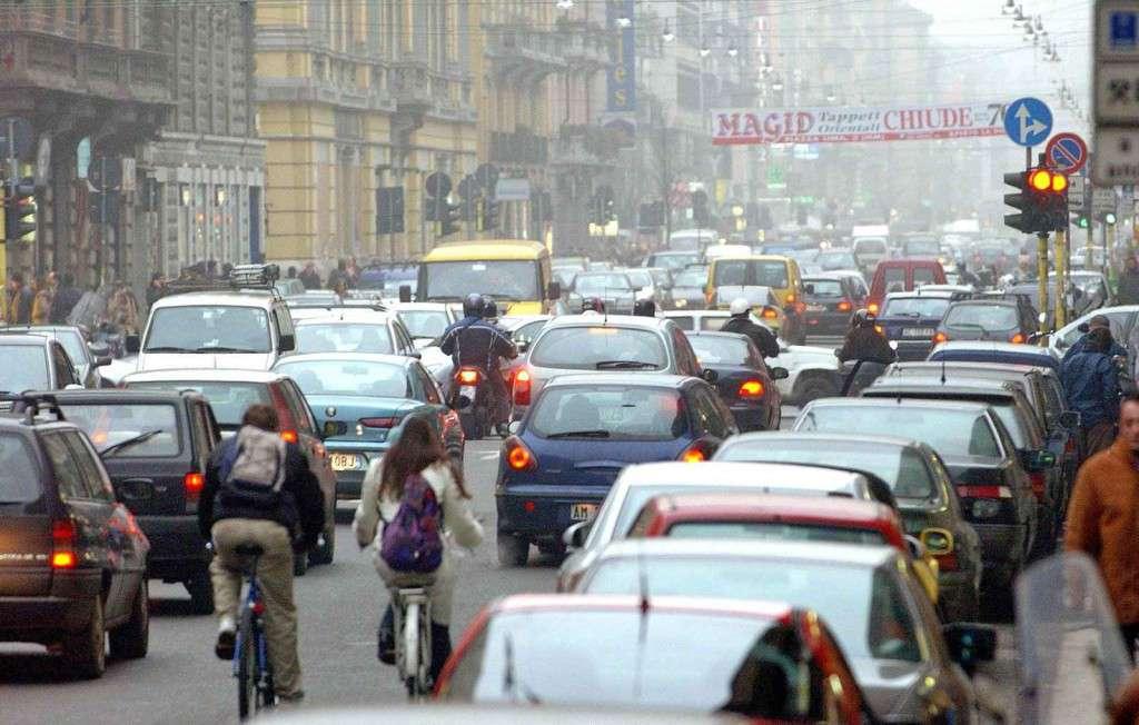 traffico-milano auto