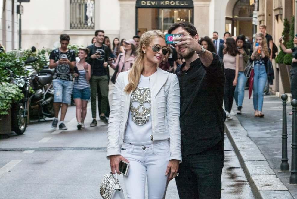 Paris hilton shopping e selfie nel quadrilatero della moda for Design della moda milano