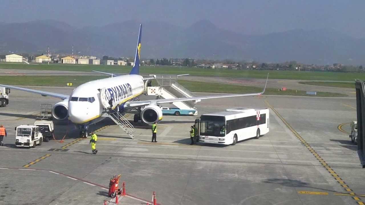 Aeroporto Orio : File l orio center visto dal parcheggio dell aeroporto panoramio