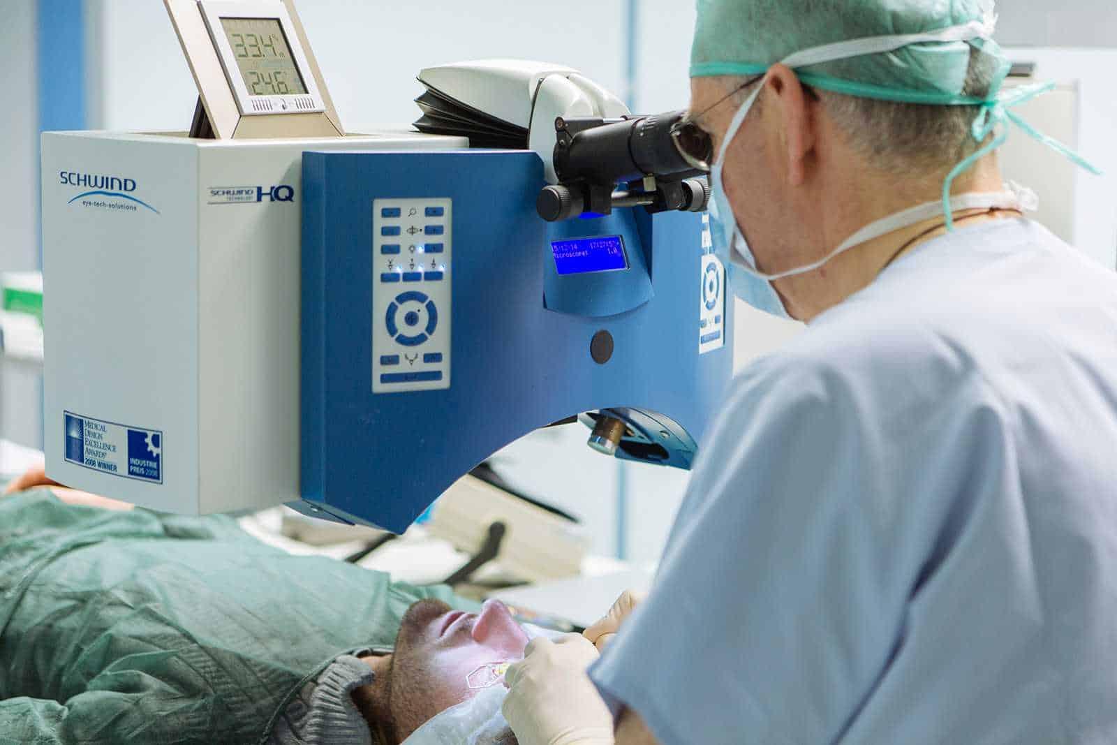 Primo intervento di sostituzione retina artificiale