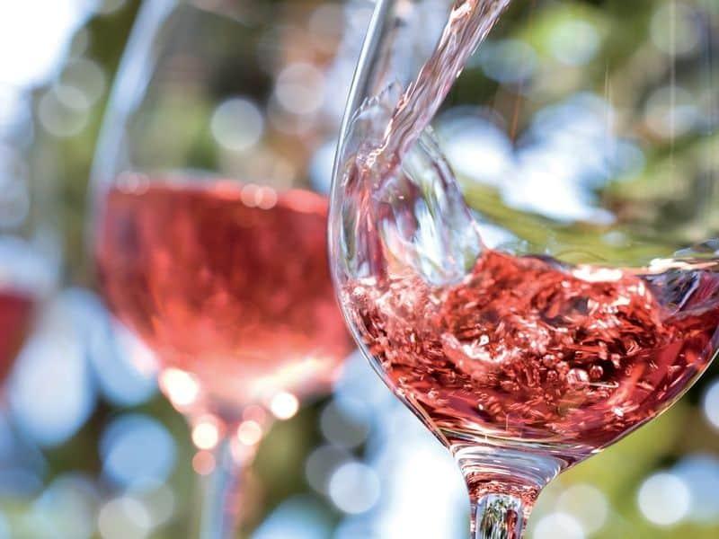 calici di vino rosè milano cavalli