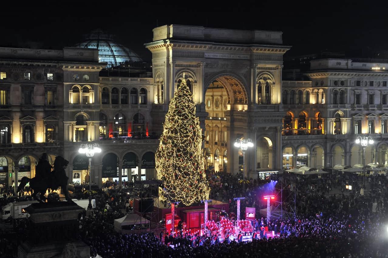 Immagini Milano Natale.Milano Cerimonia Accensione Albero Di Natale Piazza Duomo 2018