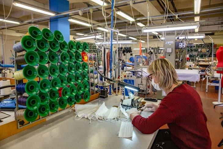 Stabilimento Miroglio riconvertito per la produzione di mascherine moda