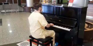 medico pianista suona in ospedale