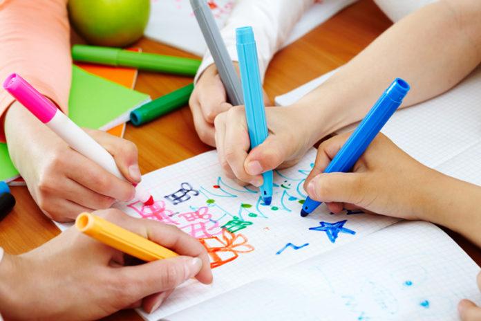 vendita quaderni e colori per bambini nei supermercati