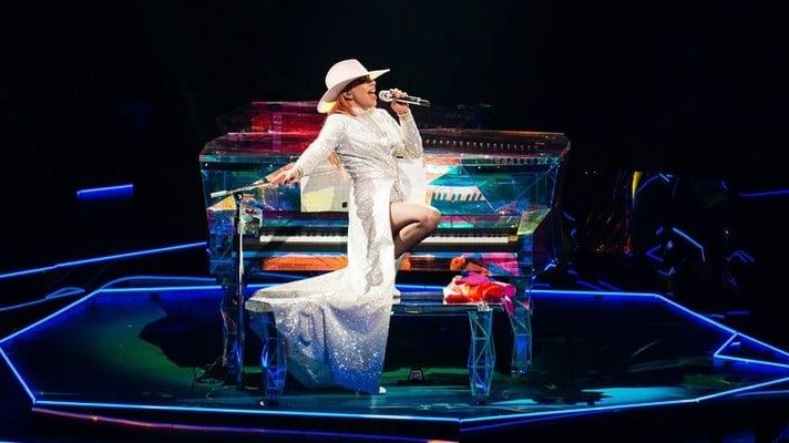Lady Gaga annuncia concerto virtuale: Elton John, Billie Eilish e tanti altri