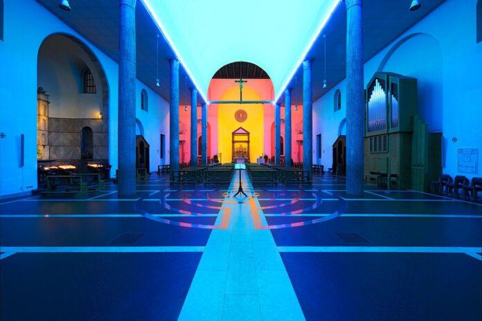 Dove trovare capolavori dell'architettura e dell'arte contemporanea nelle chiese meneghine